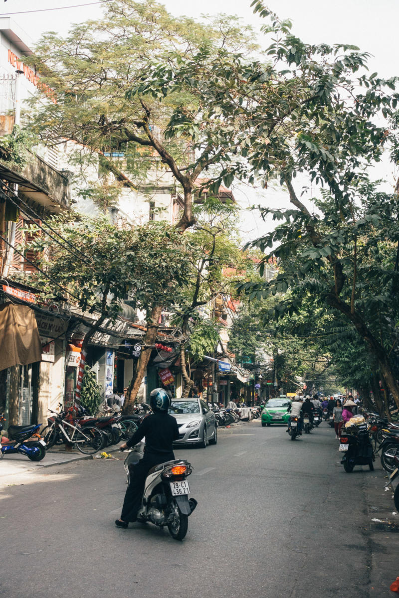 Rollerfahrer in Hanoi