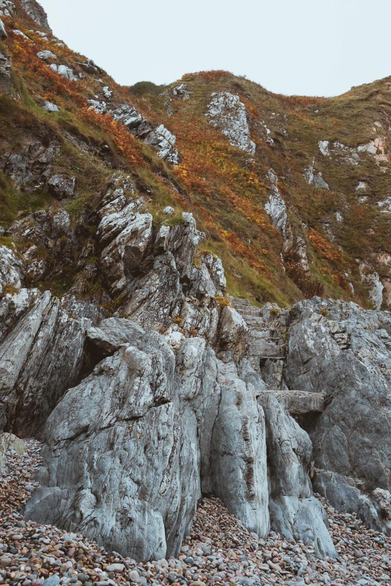 Treppe in den Felsen, Aufgang von der Bucht