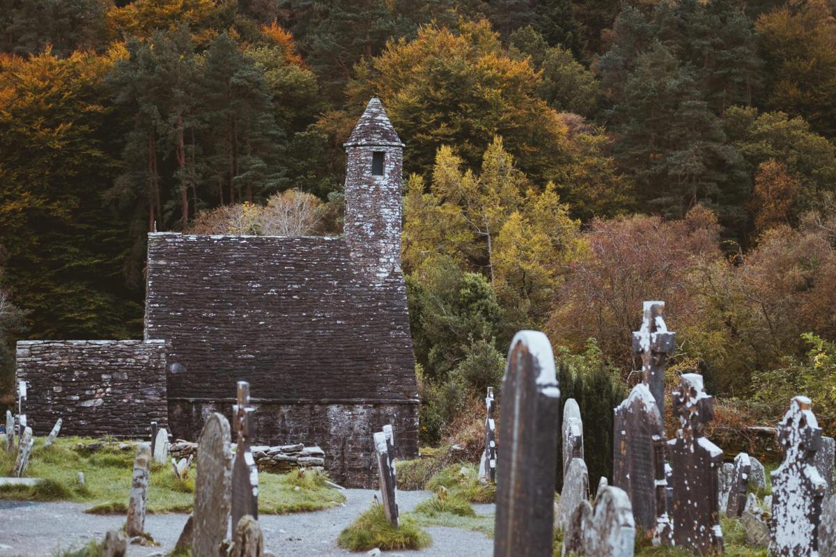 Glendalough Klosteranlage im Herbst